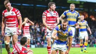 Robbie Ward celebrates his try
