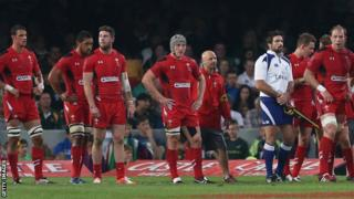 Wales players after a South Africa try