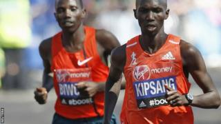 Wilson Kipsang (right)