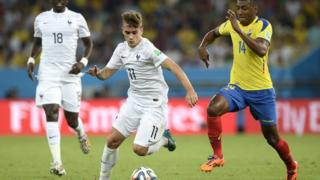 France's Antoine Griezmann and Ecuador's Oswaldo Minda vie for the ball in their World Cup group game