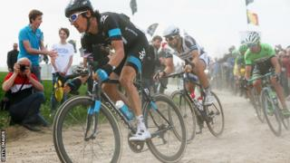 Geraint Thomas leads a group of riders.
