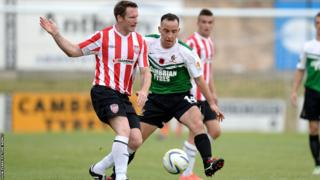 Aberystwyth Town's Bari Morgan battles for the ball with Derry City's Barry Molloy in the Europa League first qualifying round second leg at Park Avenue.