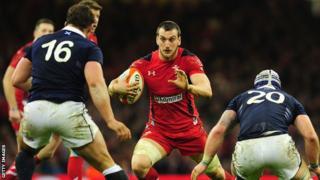 Sam Warburton on the attack against Scotland