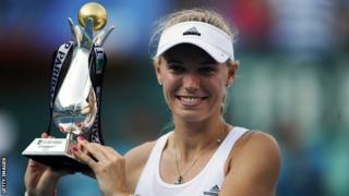 Caroline Wozniacki lifts the Istanbul Cup trophy