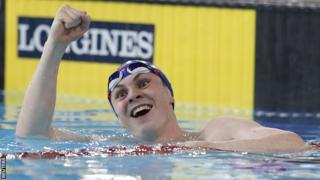 Ross Murdoch pipped Michael Jamieson to the gold medal in the men's 200m breaststroke