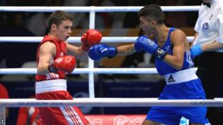 Reece McFadden in action against Andrew Selby
