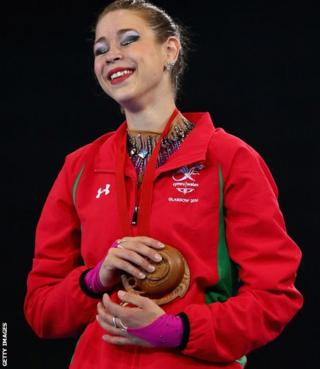 Frankie Jones secured Wales' first gold in Glasgow, winning the individual ribbon final to add to the five silvers she had already won.