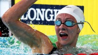 Wales' Jazz Carlin wins gold in 800m freestyle final