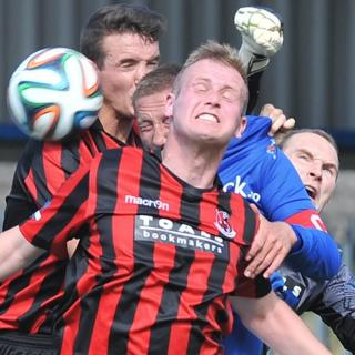 Glenavon skipper Kris Lindsay attempts to beat Josh Robinson, Jordan Owens and keeper Sean O'Neill to a high ball at Mourneview Park