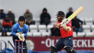 Mark Pettini hits the ball for Essex