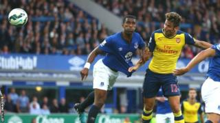 Olivier Giroud rises to head in Arsenal's equaliser
