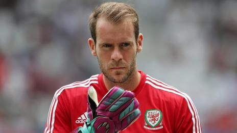 Owain Fon Williams in training with Wales