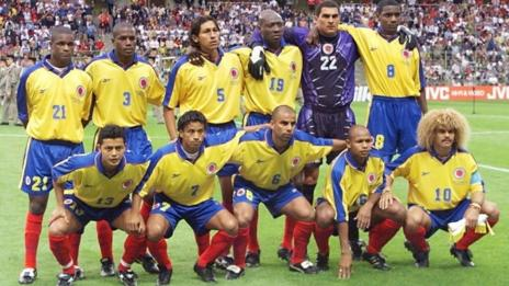 Colombian players pose for the official team picture at the Felix Bollaert stadium in Lens, northern France, before their 1998 Soccer World Cup Group G match against England. (26/06/1998)