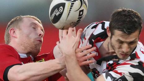 Munster's Keith Earls battles with Edinburgh's Jason Tovey in Cork
