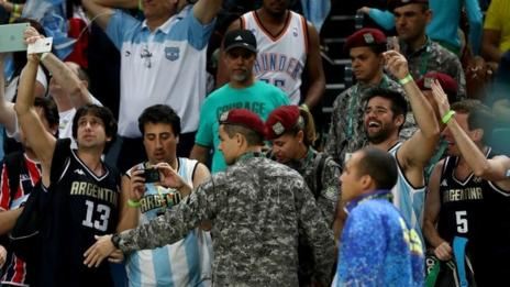 Security was reinforced for the men's basketball between Brazil and Argentina
