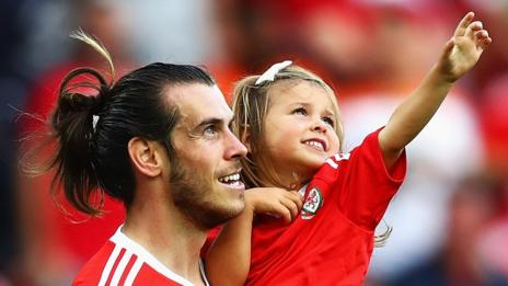 Gareth Bale celebrates with his daughter Alba Violet after beating Northern Ireland at Parc des Prin