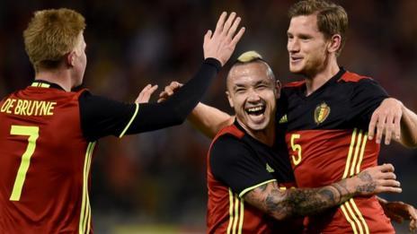 Belgium players celebrate  Jan Vertonghen's goal against Italy