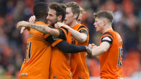 Dundee United's Tony Andreu (second left) celebrates scoring the opening goal