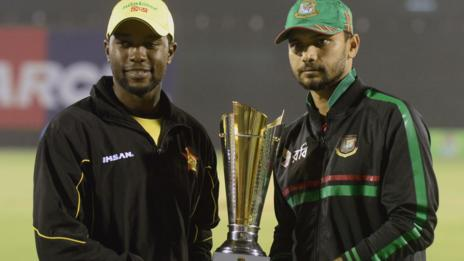 Zimbabwe captain Elton Chigumbura and Bangladesh skipper Mashrafe Mortaza with the T20 series trophy