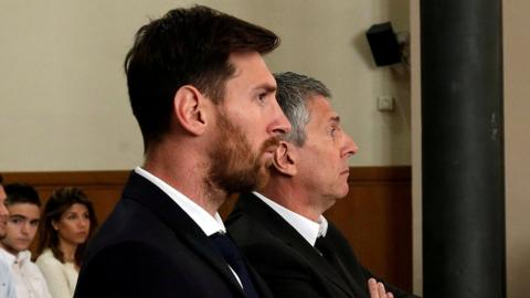 Barcelonas Argentine footballer Lionel Messi (L) in court with his father Jorge Horacio Messi during their trial for tax fraud in Barcelona (June 2016)