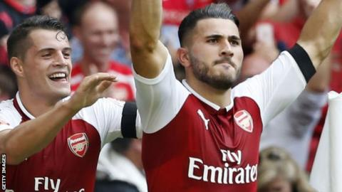 Arsenal edge out Leicester City 4-3 in thrilling Premier League opener