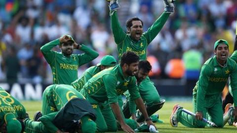 Pakistan's players celebrate