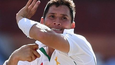 Pakistan's Yasir Shah getting ready to bowl