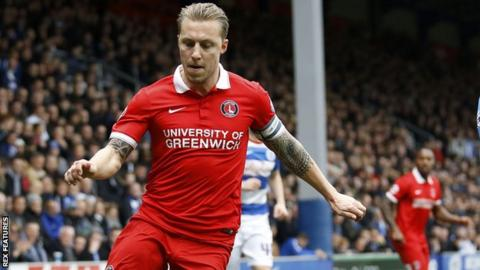 Solly agrees new Charlton contract