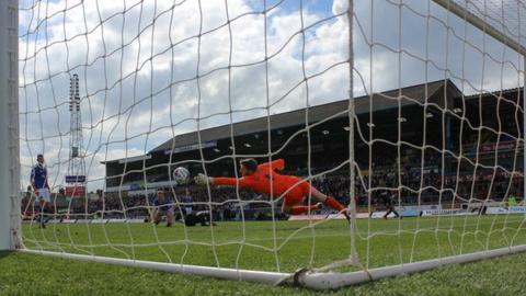 Carlisle v Mansfield Town