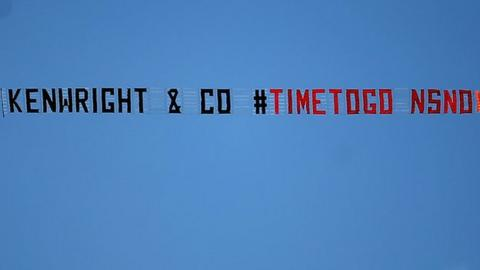 A plane flying with a banner calling for chairman Bill Kenwright to leave