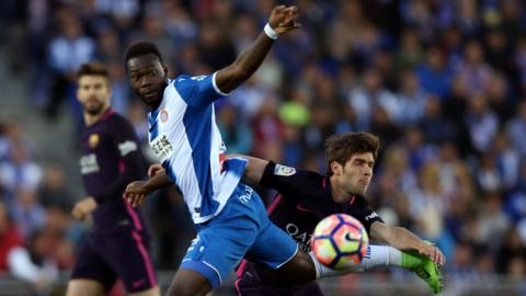 Espanyol's Felipe Caicedo and Barcelona's Sergi Roberto