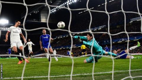 Zlatan Ibrahimovic scores for PSG at Chelsea