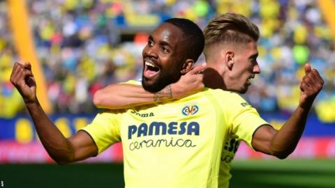 Villarreal's Congolese forward Cedric Bakambu (L) celebrates scoring against Leganes