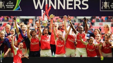 Arsenal celebrate lifting Women's FA Cup