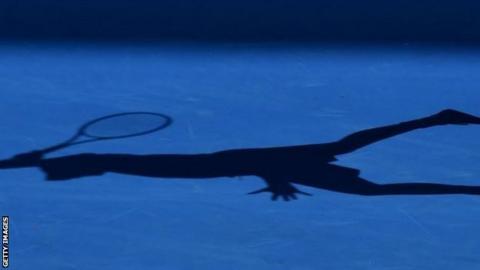 Tennis shadow