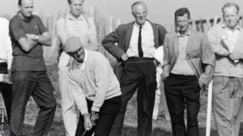 Former Open champ De Vicenzo dies at 94