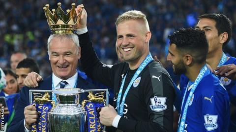 Kasper Schmeichel puts the crown on Ranieri's head