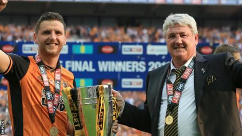 Steve Bruce (right) with son Alex at Wembley