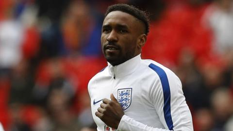 England's Jermaine Defoe warms up