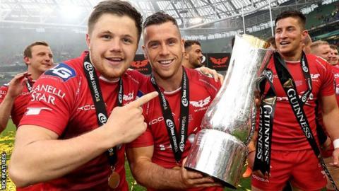 Scarlets celebrate Pro12 title