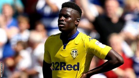 Ronaldo Vieira: Leeds United midfielder signs new contract