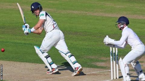 Joe Denly in batting action for Kent v Essex