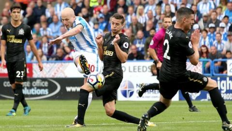 Huddersfield go second in Premier League with win