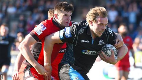 Jonny Gray playing for Glasgow Warriors against Edinburgh