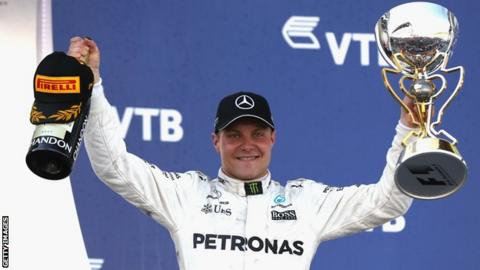 Valtteri Bottas signs new Mercedes deal for 2018