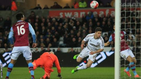 Federico Fernandez scores the winner for Swansea