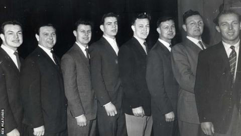L-R the Williams brothers of Taff's Well who all played for Cardiff RFC - Tony, Bleddyn, Cenydd, Elwyn, Lloyd Williams, Vaughan, Brinley and Gwyn