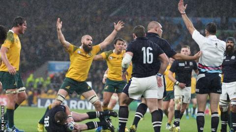 Craig Joubert awards Australia a late penalty against Scotland