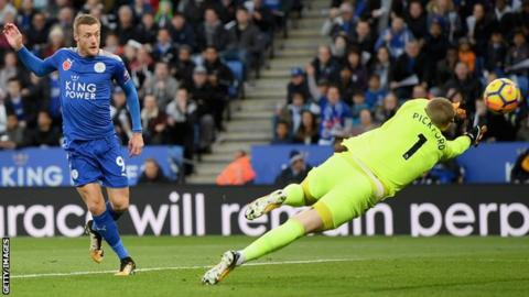Jamie Vardy scores for Leicester