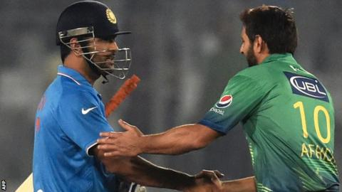MS Dhoni and Shahid Afridi